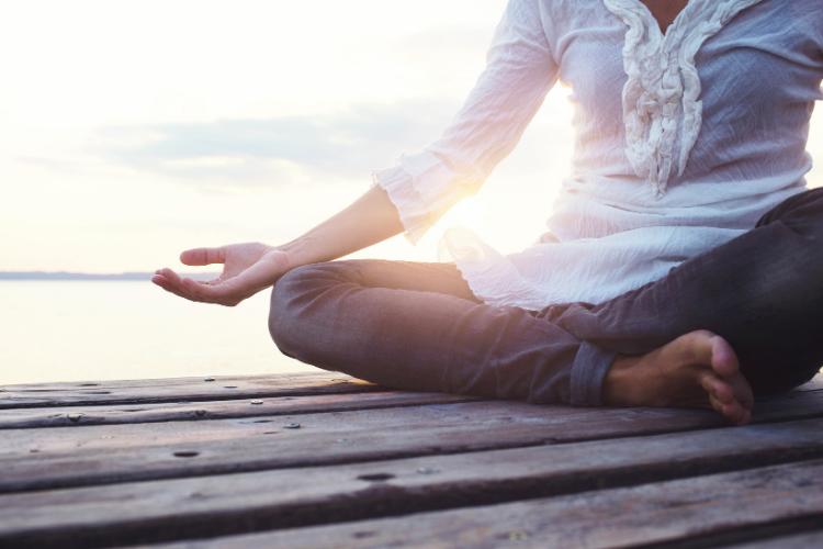 Porter un bracelet chakra - méditation de pleine conscience
